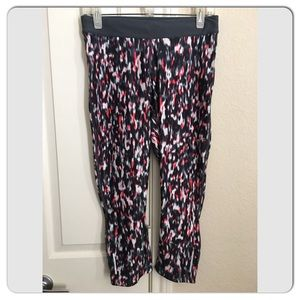 NWOT The Nike Relay Print Crop Running Tights